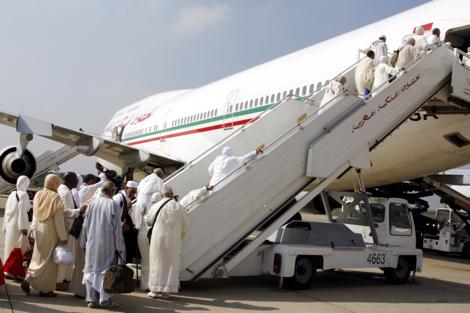 الحجاج المغاربة وجدوا راسكم.. الإحرام في الطائرة