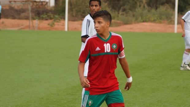 عمره 17 سنة.. المغربي هيثم عبيدة يوقع لملقا الإسباني (صور)