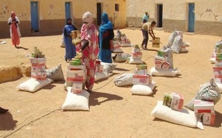 المساعدات الموجهة إلى مخيمات تندوف.. مفوضية شؤون اللاجئين تُحرج البوليساريو والجزائر