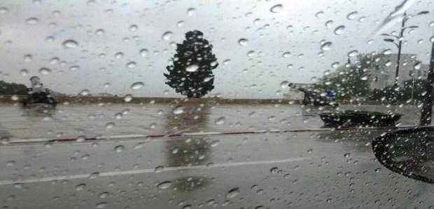 الجو تبدّل.. زخات مطرية ورعد اليوم الخميس