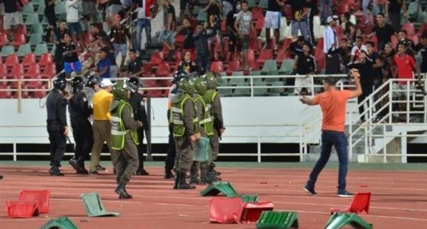 بسبب الجمهور واللاعبين والمدربين.. عقوبات في حق الجيش والوداد وآسفي