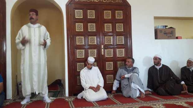 عفوية ولا سذاجة.. البرلماني عبد الله العلوي داير السياسة في الجوامع! (صور)