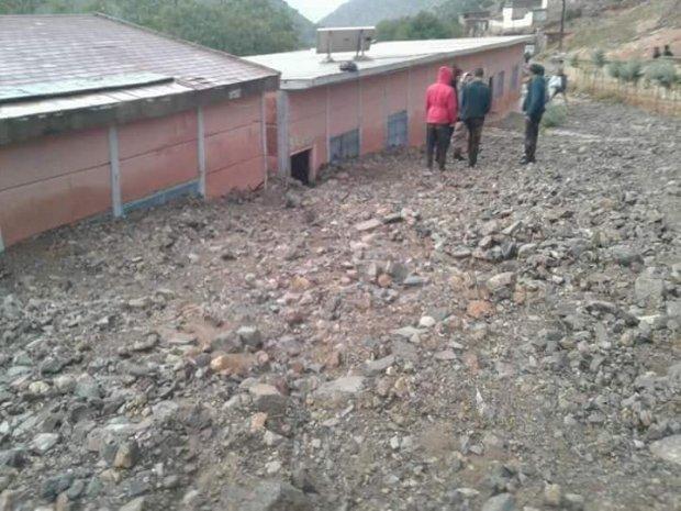 """بالصور من أيت بوكماز/ أزيلال.. الفيضانات """"تدفن"""" مدرسة!"""