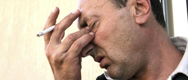 دراسة: دخان السجائر يضر بالبصر