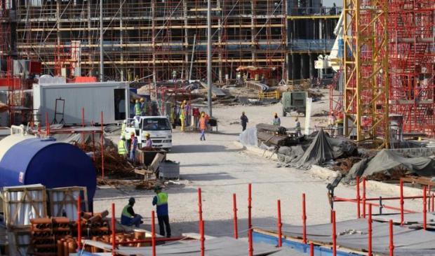 باي باي نظام الكفيل.. قطر تلغي تصاريح الخروج للعمال الأجانب