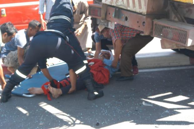 بالصور من مراكش.. سائق دراجة نارية يفقد ساقه في حادثة سير