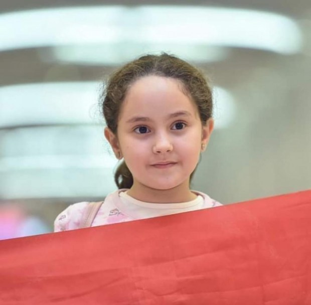 """بالصور من دبي.. الطفلة مريم أمجون تمثل المغرب في مسابقة """"تحدي القراءة"""""""