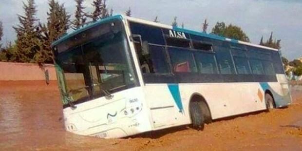 بالفيديو من إنزكان.. إنقاد سائق حافلة من الموت غرقا