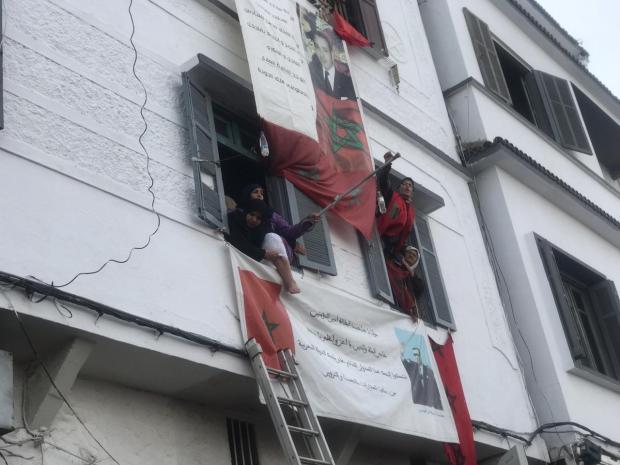 بالصور من كازا.. سيدتان تهددان بالانتحار!!