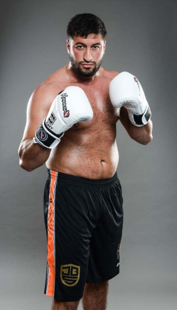 """الملاكم جمال بنصديق ل""""كيفاش"""": ما عنديش عداوة مع بدر هاري أنا بغيتو فمقابلة رياضية"""