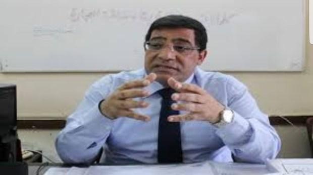 """بعد مصادرة كتابه """"هل مصر بلد فقير حقا"""".. اعتقال خبير اقتصادي  في مصر"""