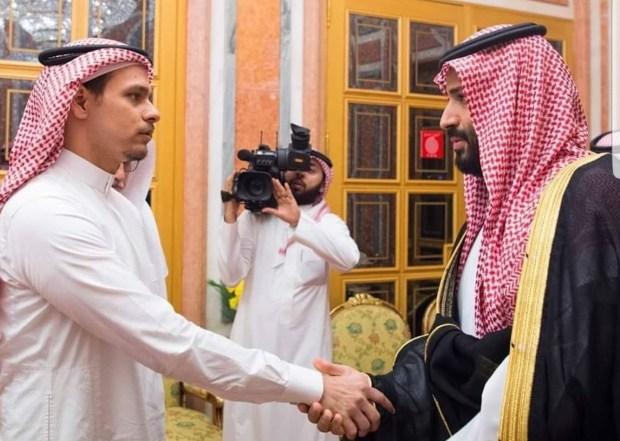 بعد أن كان ممنوعا من  السفر.. صلاح ابن جمال خاشقجي يغادر السعودية!