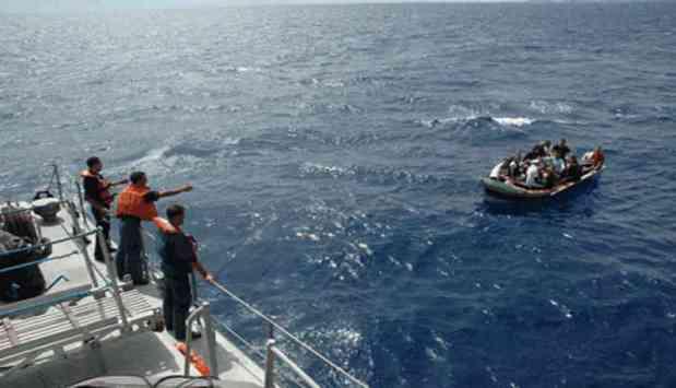 في عرض ساحل السعيدية.. البحرية الملكية تنقذ 54 مهاجرا