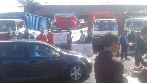 وصل مدنا أخرى.. إضراب أرباب شاحنات نقل الخضر والفواكه يتمدد
