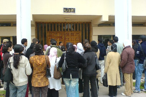 الحكومة مهلّية فالطلبة.. عدد منح التعليم العالي تجاوز 381 ألفا