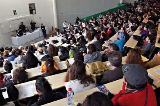 الإجازة في الجامعات المغربية.. ثلاث سنوات لا تكفي؟