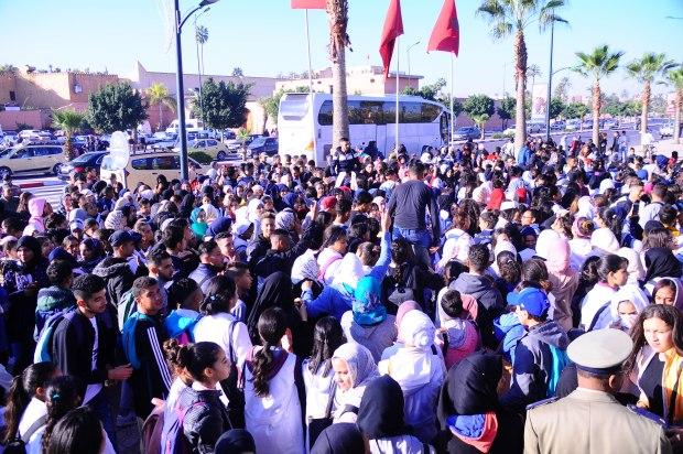 تلاميذ في مراكش: لا ساعة لا والو العثماني يمشي فحالو! (صور)