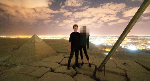 جنس على الأهرام.. مقطع فيديو يثير غضب المصريين