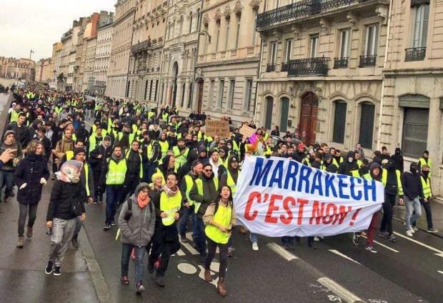"""بسبب مؤتمر الهجرة العالمي.. أصحاب السترات الصفراء يرفعون شعار """"لا لمراكش"""" (فيديو)"""