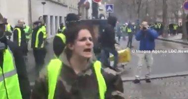 """بالفيديو.. حقيقة الشرطية الفرنسية التي صرخت """"لا تخربوا وطنكم مثل العرب"""""""