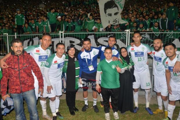 بالفيديو.. دموع أسرة الشاب عثمان في مباراة الرجاء