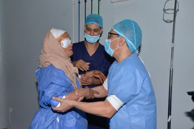 ماشي غير أفلام وسينما.. مهرجان مراكش ينظم حملة طبية في تاحناوت (صور)