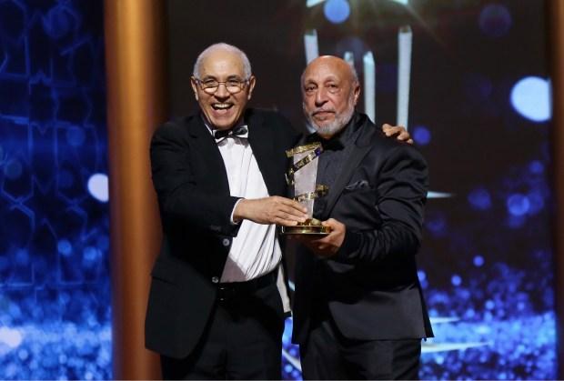 فخر وفرحة ودموع.. مهرجان مراكش يكرم المخرج الجيلالي فرحاتي (صور)