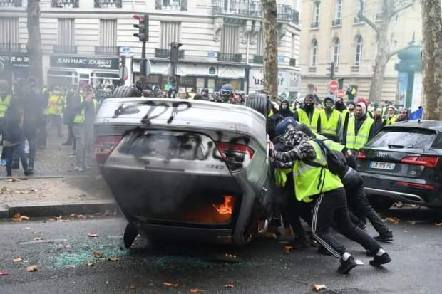 """احتجاجات """"السترات الصفراء"""" في فرنسا.. اعتقال 107 أشخاص وإصابة 20 (صور)"""