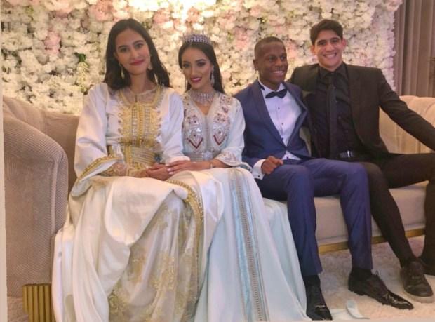 بالصور.. أيوب الكعبي وياسين بونو في صور تذكارية في حفل زفاف حمزة منديل