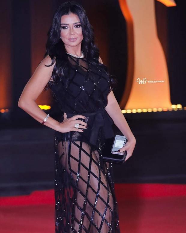 """بالصور.. الممثلة رانيا يوسف بفستان """"كاش مايو"""""""
