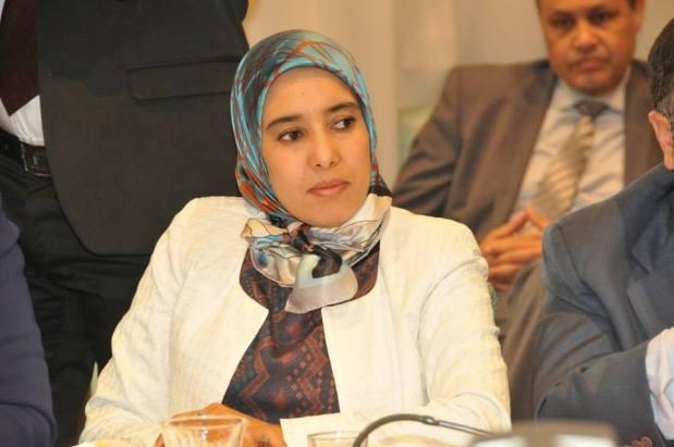 بعد تدوينة المحامي حاجي.. صورة للبرلمانية ماء العينين بدون حجاب تغزو الفايس بوك