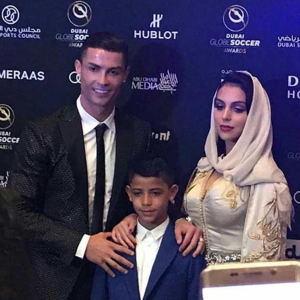 بالصور من دبي.. خطيبة رونالدو تتألق بالقفطان المغربي