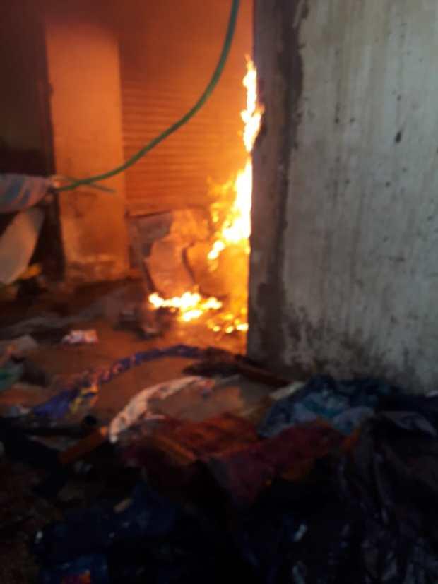 بالصور من كازا.. حريق في محلات للبال (صور)