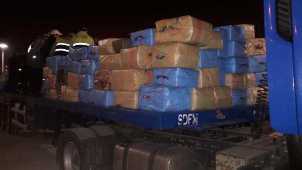 شركة وهمية وشبكة عابرة للحدود في طنجة.. حوالي 30 طنا من الحشيش في 5 أيام!