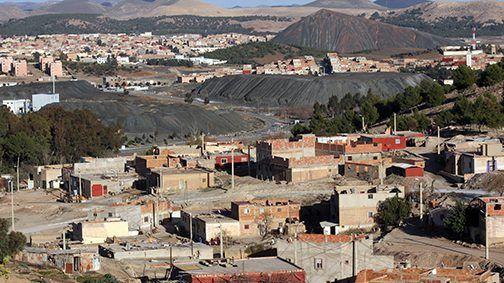 تشكل خطرا على السكان.. الحكومة تغلق 1500 بئر للفحم في جرادة