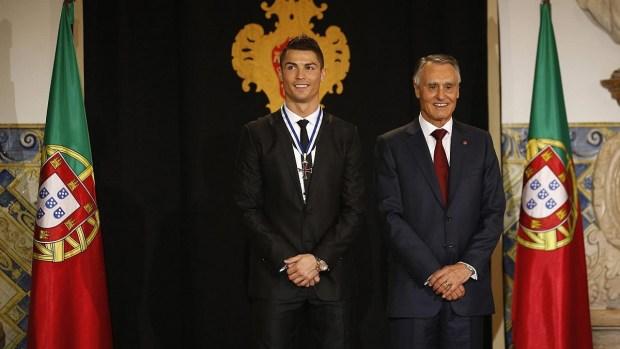 بسبب التهرب الضريبي.. رونالدو قد يفقد أوسمته الفخرية