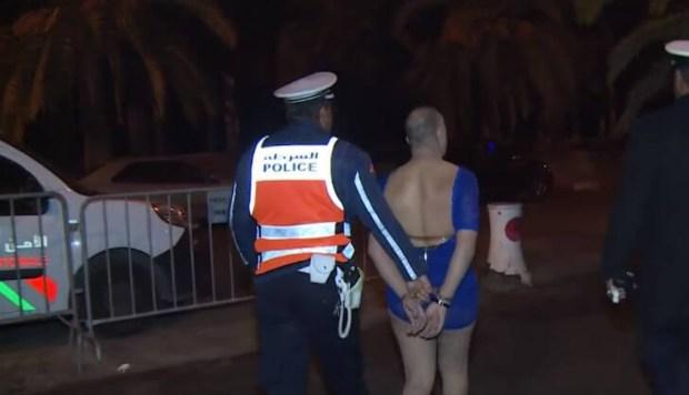 كسيدة هي سبابو.. توقيف رجل بملابس نسائية وماكياج ليلة رأس السنة في مراكش (صور وفيديو)