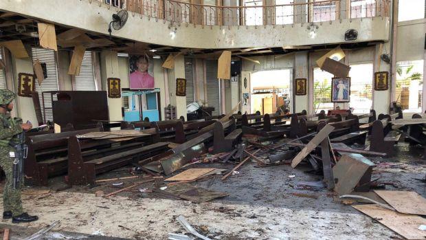 بالصور والفيديو من الفيلبين.. قتلى وجرحى إثر انفجارين في كنيسة