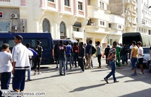 طنجة.. توقيف 14 حراكا جزائريا وتفكيك شبكة لتنظيم الهجرة السرية والاتجار بالبشر