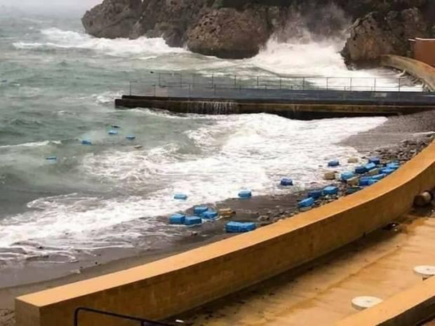 بالصور من شاطئ جبل طارق.. الرياح تُفشل تهريب كميات من الشيرا