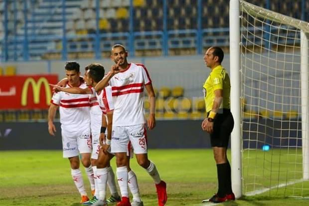 ما معاهش الضحك.. خالد بوطيب يستغل خطأ الحارس ويسجل أول أهدافه في الدوري المصري (فيديو)