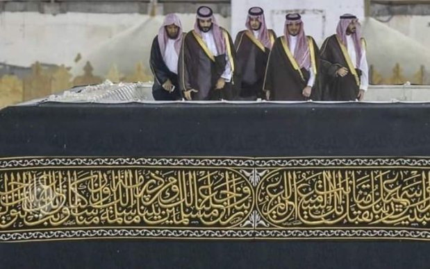 بالصور والفيديو.. أش كيدير ولي عهد السعودية فوق الكعبة؟