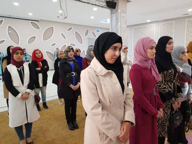 بنت كازا وعندها عيادة خاصة.. دنيا خلدون ملكة جمال المغرب للمحجبات (صور)