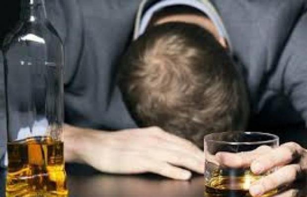 الهند.. الشراب المغشوش يقتل العشرات