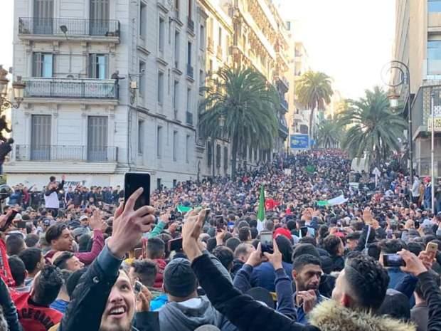 الولاية الخامسة.. الجزائريون نايضين لبوتفليقة