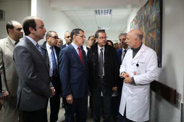 قال إن الحالة الوبائية لا تدعو إلى القلق.. رئيس الحكومة في مستشفى ابن سينا (صور)