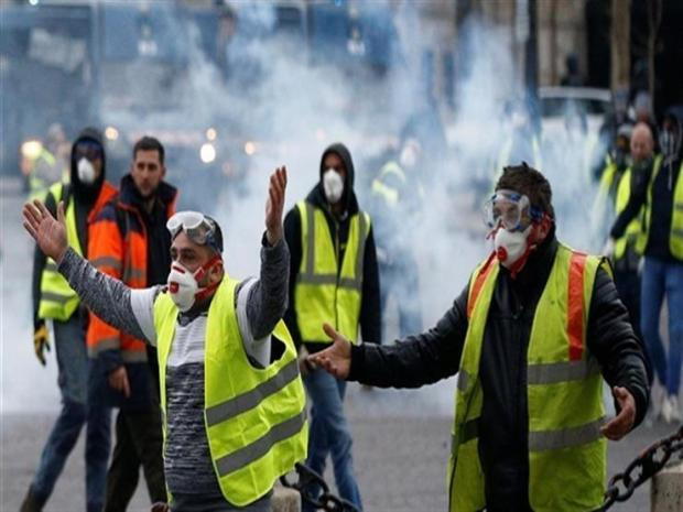 """دعوا إلى شهر كامل من التظاهرات.. """"السترات الصفراء"""" ناوين على خزيت"""