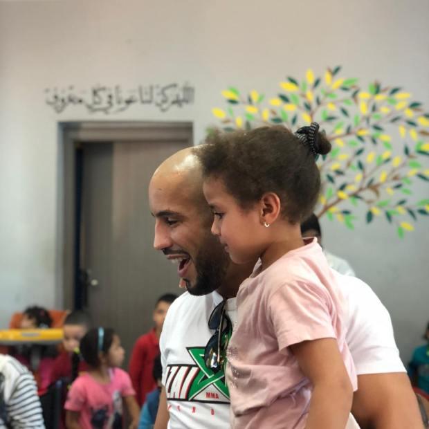 بالصور.. أبو زعيتر في مركز للعناية بالأطفال ذوي الاحتياجات الخاصة