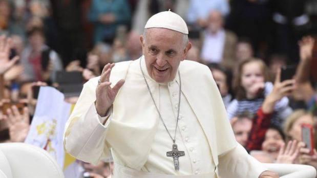 الرباط.. قداسة البابا فرانسيس يزور ضريح محمد الخامس