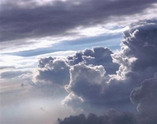 اليوم الجمعة.. جو غائم وضباب وقطرات مطرية
